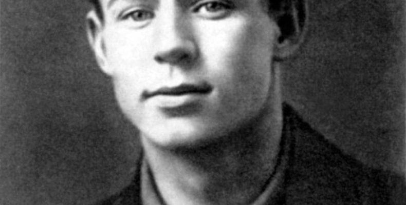 Сергей Есенин — биография в трех интерпретациях
