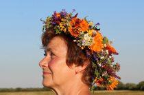 «Женщина-лето старела красиво» — позитивное стихотворение об осени